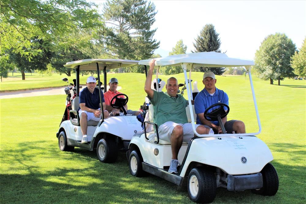 golf carts and participants